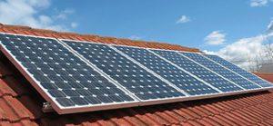 napelem-modulok-háztetőn